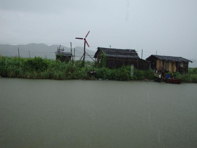 河边的渔民屋子